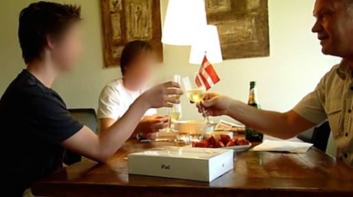 Se den utrolige videoen av en far som forteller sønnene sine at han har vunnet i lotto