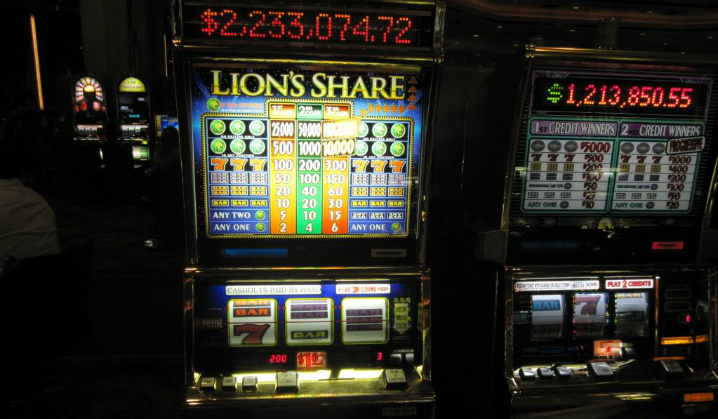 En enkelt enarmet banditt ble pensjoner etter jackpott på 2.4 millioner
